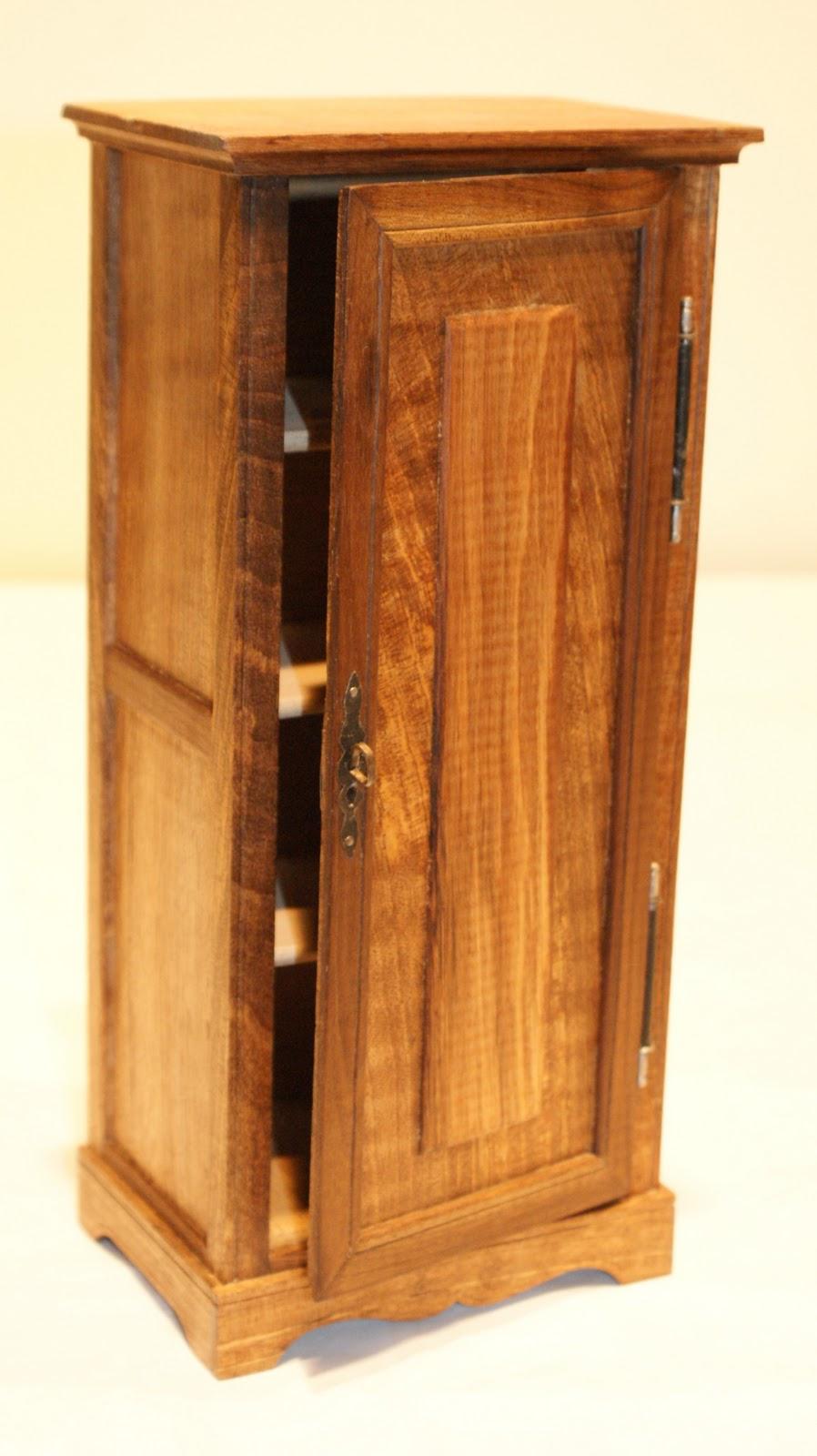 exposition robert grapy vitrine n 4. Black Bedroom Furniture Sets. Home Design Ideas