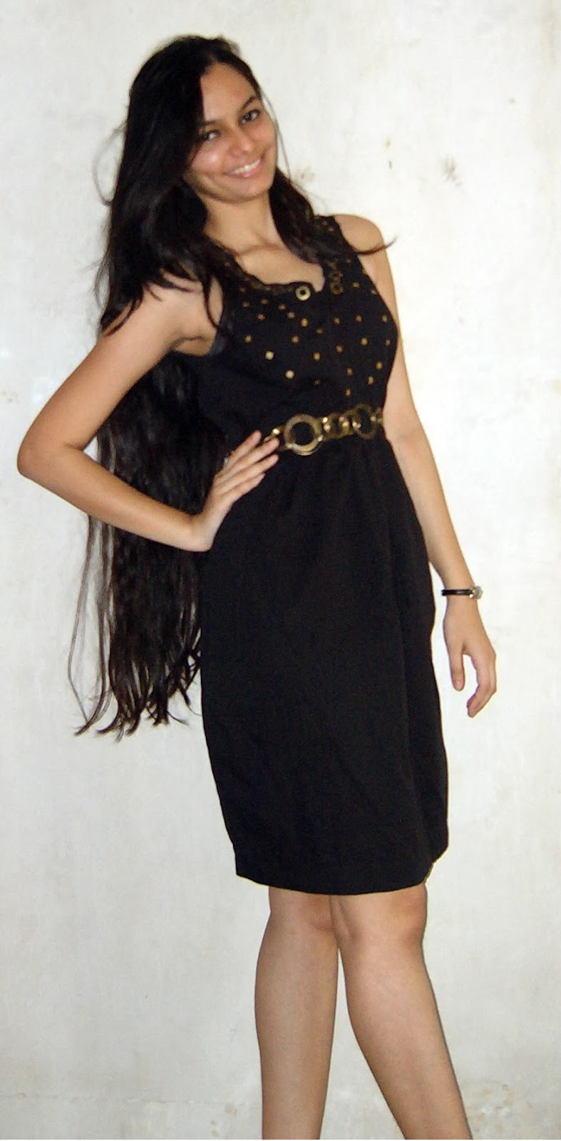 little black dress, black dress with gold, gold accessories, streetstyle, party outfit ideas
