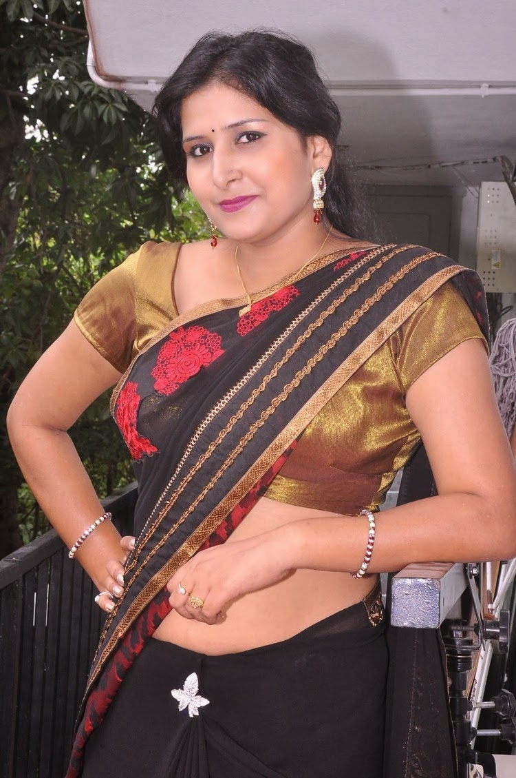 South Aunty Actress Kushboo Hot Navel Show Gallery In ...