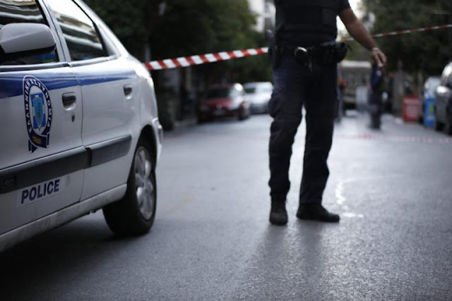 Έκρηξη σε κατάστημα στη Γλυφάδα – Το τίναξαν στον αέρα με δυναμίτη