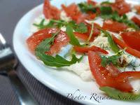 Salata cu mozzarella, rosii si rucola