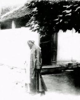 Subhanallah... Foto ini Mengubah Stigma akan Sorban, Jenggot dan Jubah yang Menjadi Pakaian Keseharian para Kyai