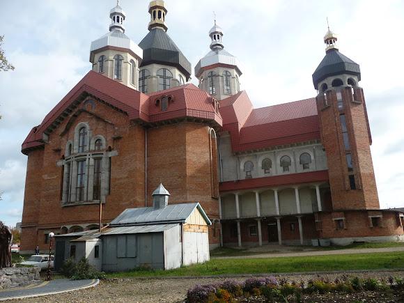 Самбір. Собор Покрови Пресвятої Богородиці