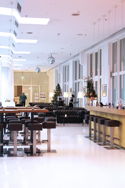 Lounge at Ellington Hotel, Berlin - travel & lifestyle blog