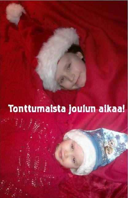 pienet joulutontut lapset tonttuina