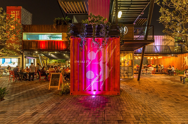 08-Shipping-Container-Architecture-6-Restaurants-in-the-Contenedores-Food-Place-www-designstack-co