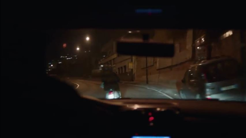 Modello Dacia pubblicità Sandero, con Genny Savastano al volante con Foto - Testimonial Spot Pubblicitario Dacia 2017