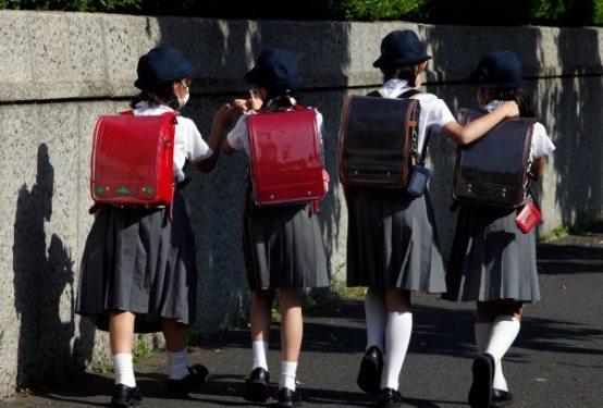 جديد زي مدرسي ذكي يراقب تحركات التلاميذ.