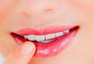 memerahkan bibir secara alami
