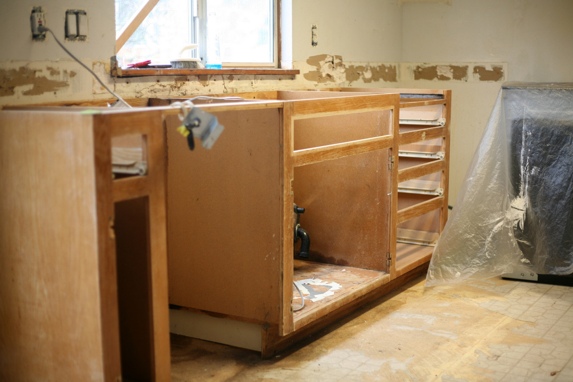 Remove Cabinet Doors And Drawer Fronts. Lightly Sand All Cabinet Surfaces  And Dust Off With Tack Cloth Or Damp Cloth.