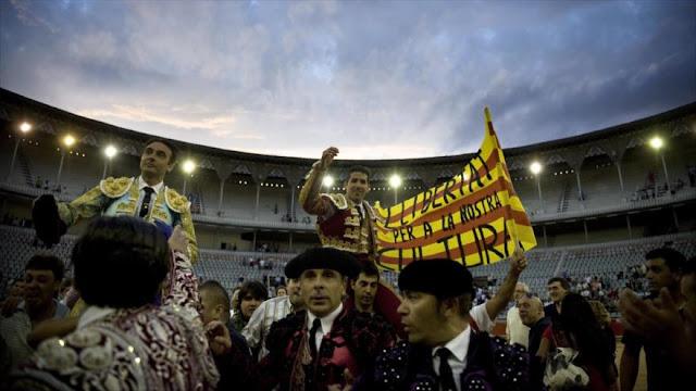 Constitucional de España no permite a Cataluña prohibir los toros