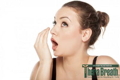Thổi hơi vào tay để phát hiện bệnh hôi miệng là cách không hiệu quả