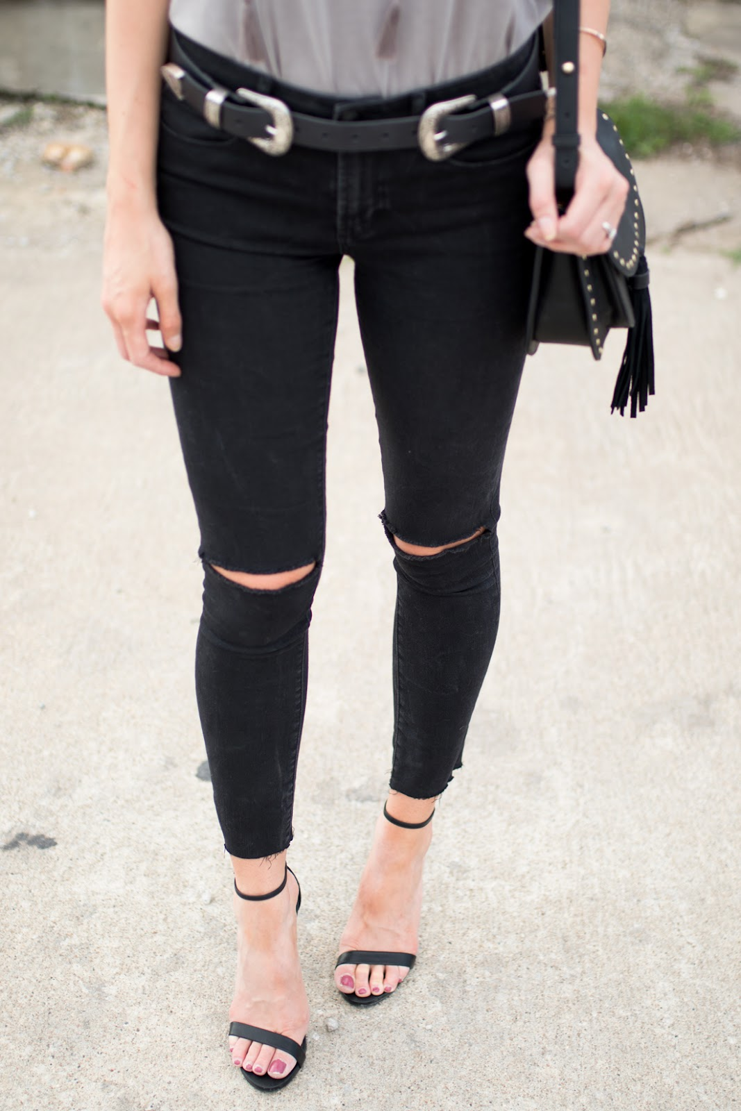 Steve Madden Stecy + black distressed jeans