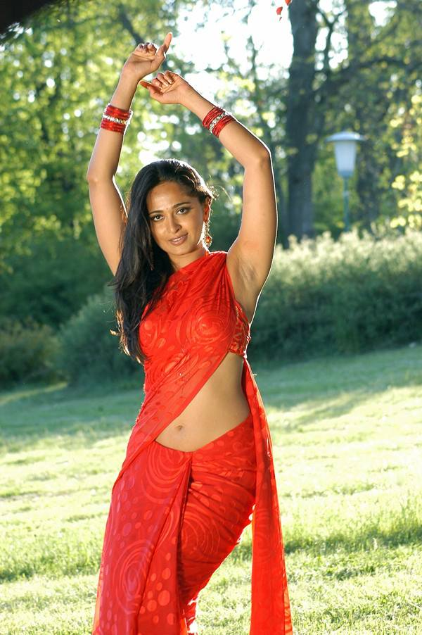 Anushka Shetty sexy navel in saree, Anushka Shetty in red saree, Anushka Shetty hot navel