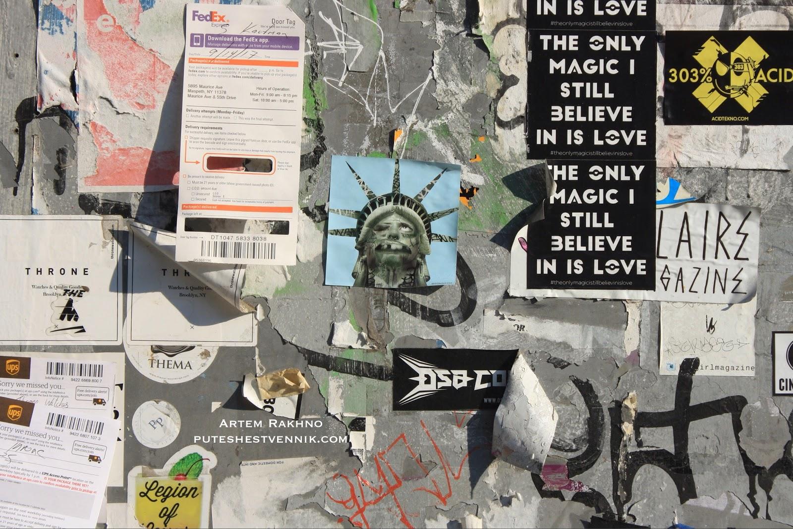 Изображение статуи свободы и расклеенные объявления