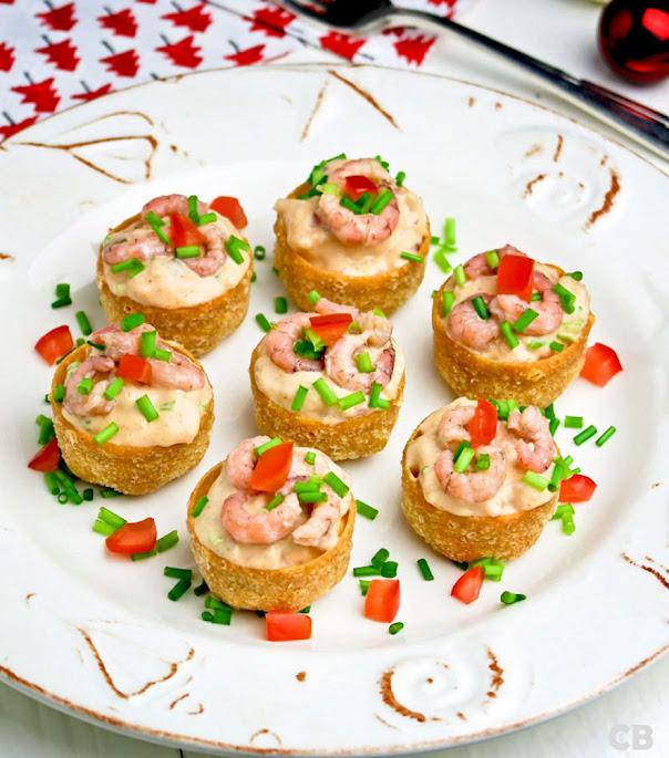Saladecups met een feestelijke boozy garnalensalade