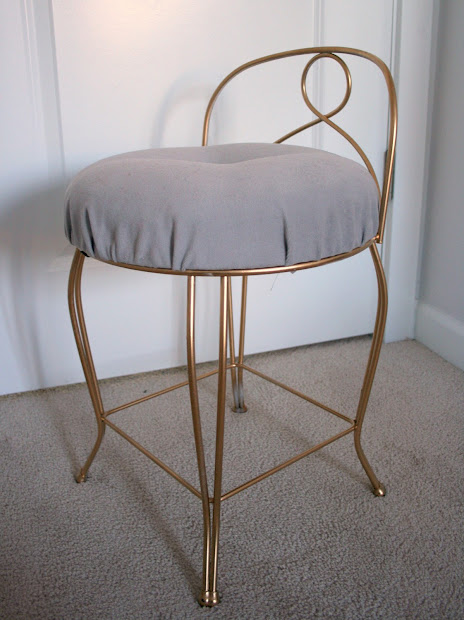 Furniture - Pretty Vintage Vanity Stool Create Enjoy