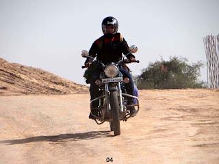 थार बाइक यात्रा: जोधपुर से बाड़मेर और नाकोड़ा जी