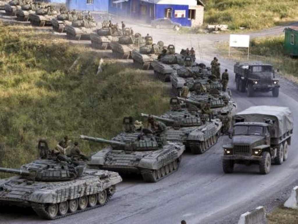 Coluna de blindados russos rumo à Ucrânia