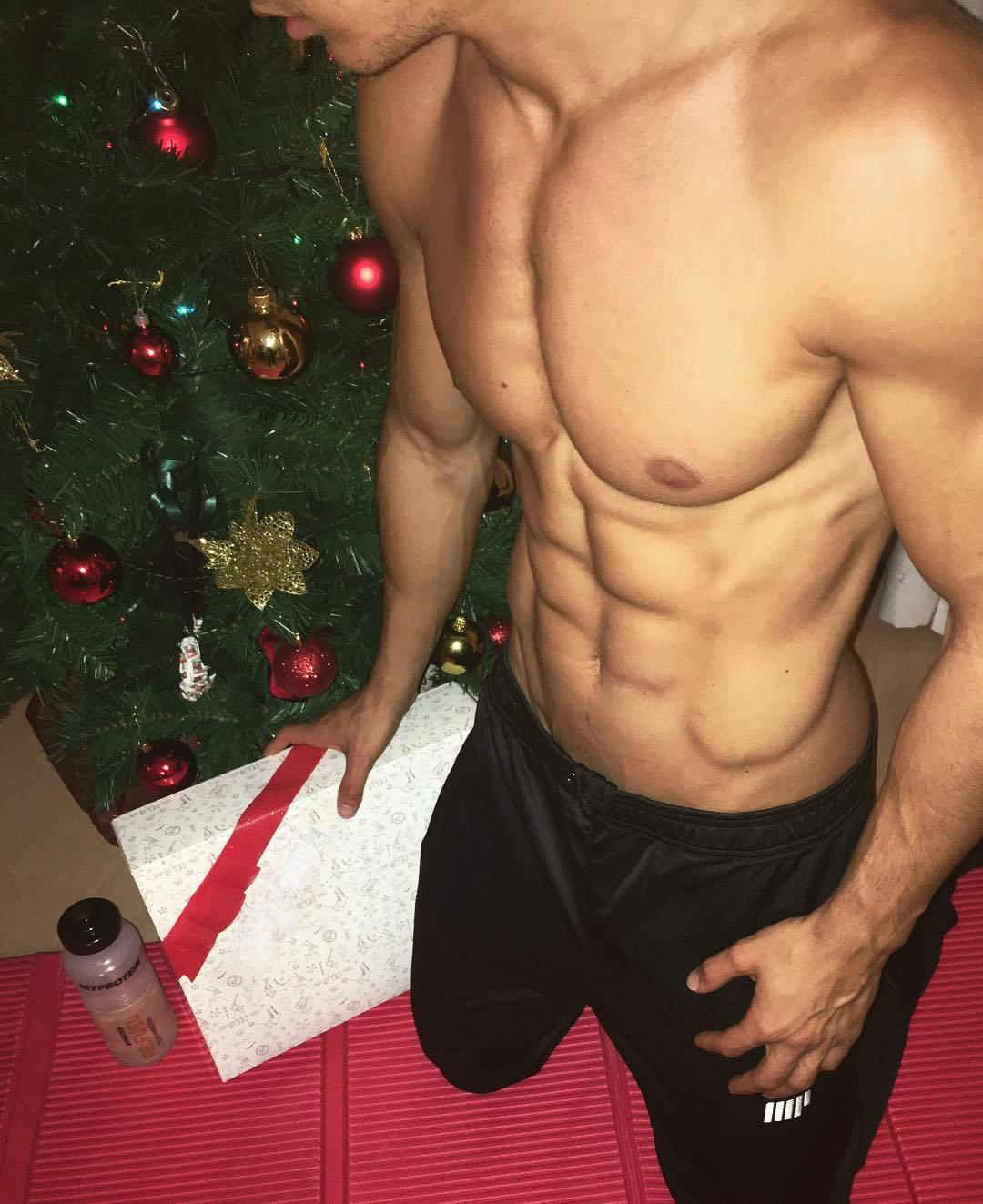 christmas-presents-ripped-male-abs