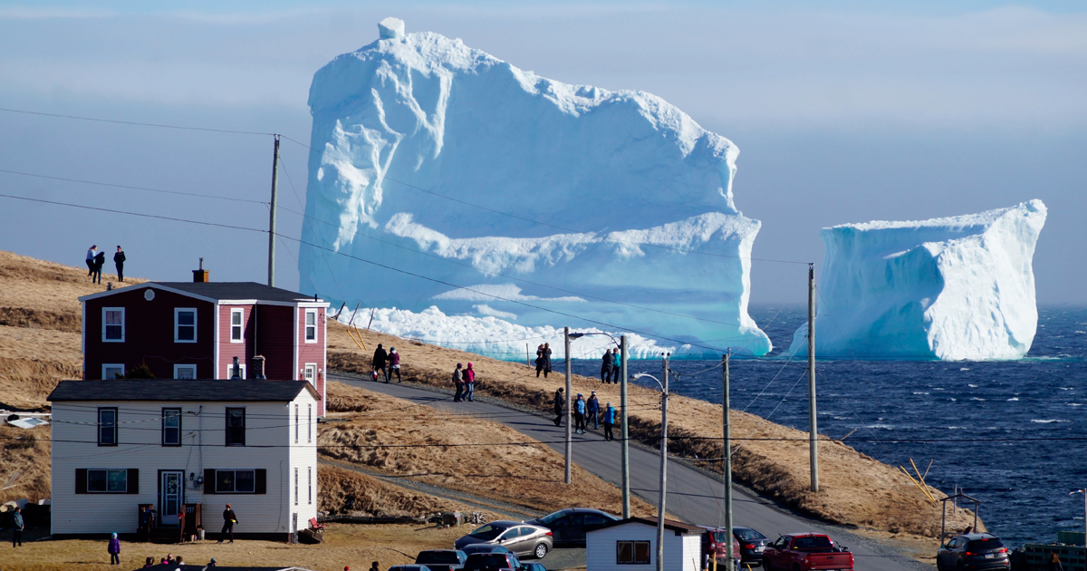 This Enormous Iceberg Is 50ft Larger Than The One The Titanic Crashed Into