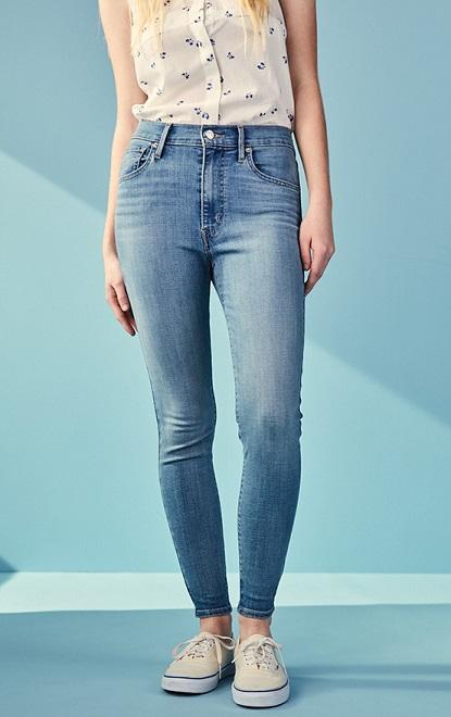 High-waisted jeans.