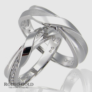 http://www.rodeogold.com/new-engagement-rings/gold-engagement-rings-tcr91910#.UpoMuI2ExAI