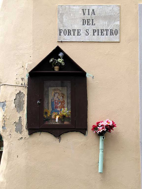 Votive shrine, via del Forte San Pietro, Livorno
