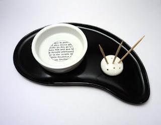 set pour apéritif en porcelaine et faïence noir et blanc avec graphismes