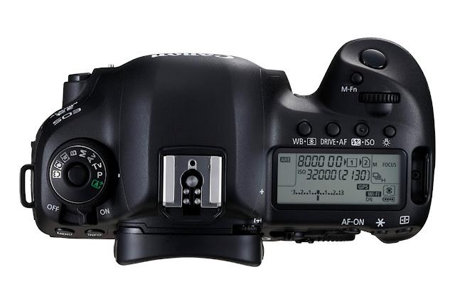 La calotta con il monitor LCD della Canon EOS 5D MArk IV