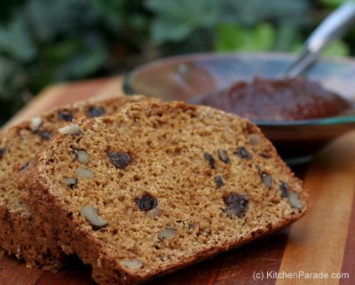 Quick Brown Bread, an old-fashioned molasses bread ♥ KitchenParade.com. No Egg. No Added Fat. No Yeast.