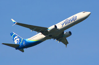 Alaska Airlines Boeing 737 departs Sea-Tac Airport