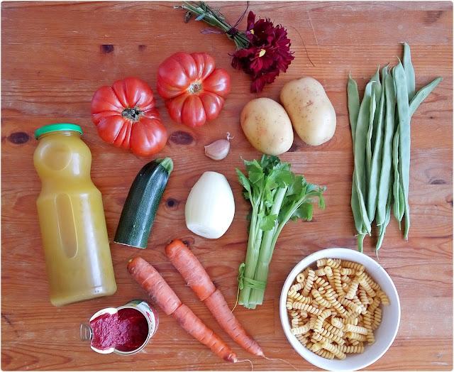 Sopa minestrone y smoothie de postre