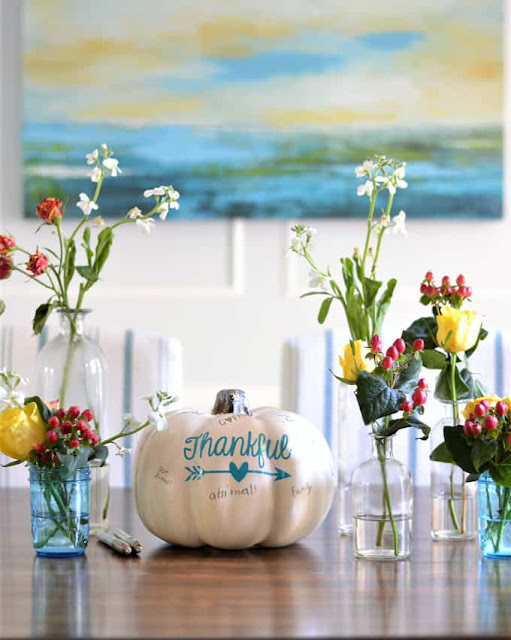 thanksgiving-centerpiece-idea-interactive-thankful-pumpkin