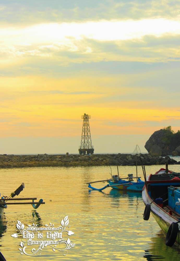 Menara sore  Pantai sadeng