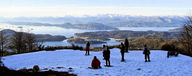 Andar de raquetes na neve no Cerro López em Bariloche
