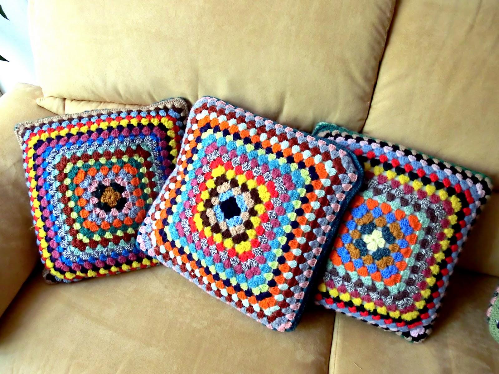 Conosciuto femina habilis: Cuscini di lana ad uncinetto IA37