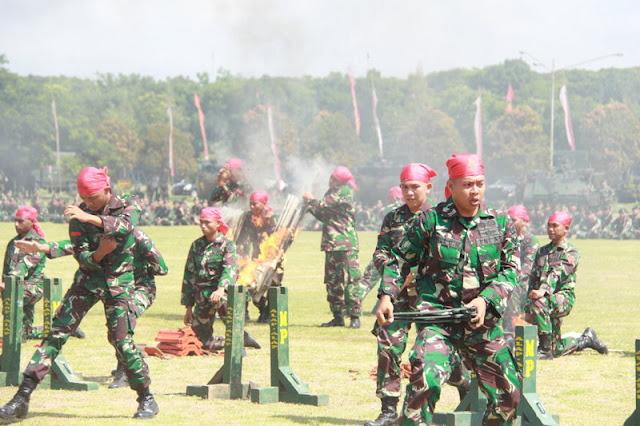 Pimpin Peringatan Hari Infanteri, Pangdivif 2 Kostrad Patahkan Besi Dragon