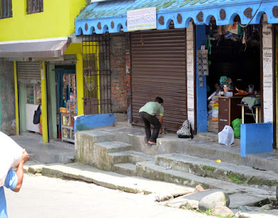 Shop start closing during Gorkhaland bandh