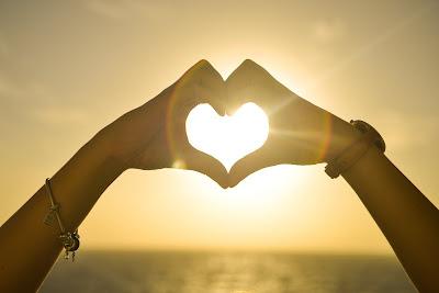 3 Amalan Agar Kamu Dicintai Allah dan Manusia