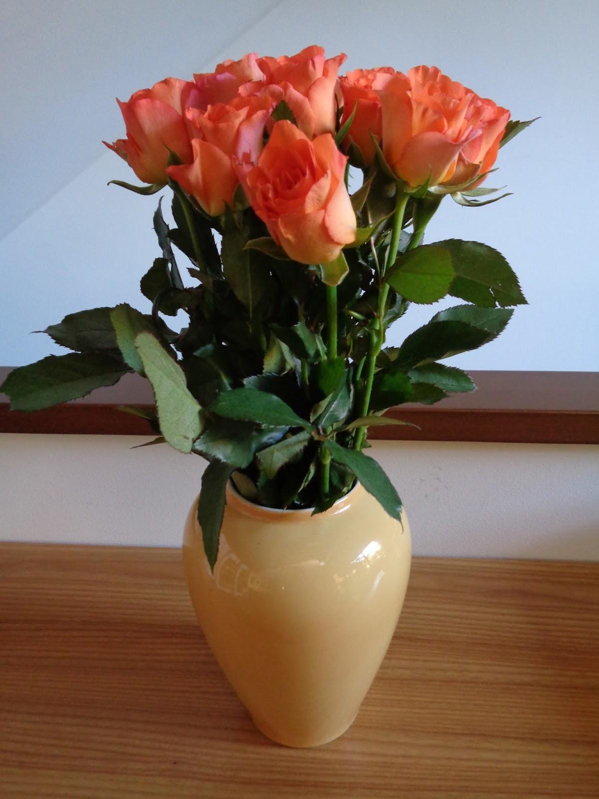 La trasformazione di un anonimo mazzo di roselline for Roselline in vaso