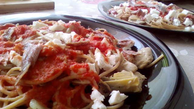 Receta de pasta integral con alcachofas, queso de cabra y anchoas