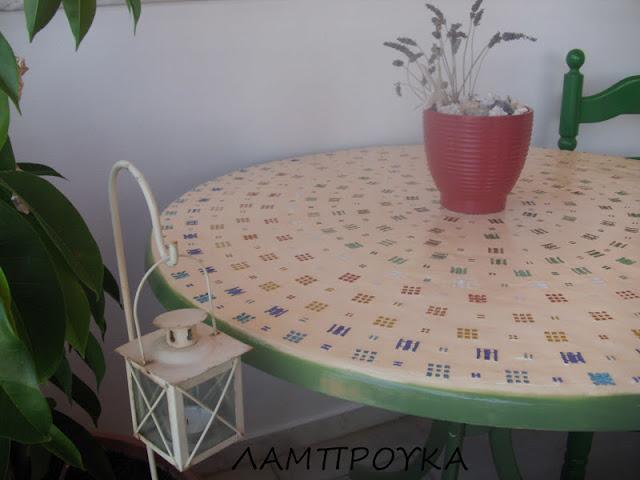 Οδηγίες για να μεταμορφώσεις το παλιό σου τραπέζι.