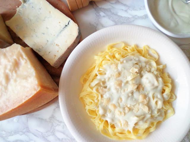 Tagliatelle z kremowym sosem serowym (Tagliatelle alla crema di formaggi)