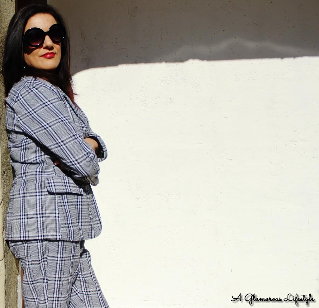 d7a330b17f81 ... nel 2019 spicca il ritorno del tailleur pantalone: di foggia maschile,  floreale o pigiama-style, iperfemminile se abbinato nel modo giusto, è  l'outfit ...