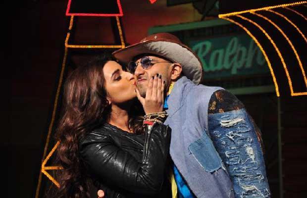 Ranveer Singh and Parineeti Chopra Spotted Kissing in public