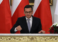 POLAND'S NEW GOVERNMENT WINS VOTE OF CONFIDENCE IN PARLIAMENT