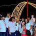 LAURO DE FREITAS: Cenário de luzes encanta e atrai visitantes à praça da Matriz