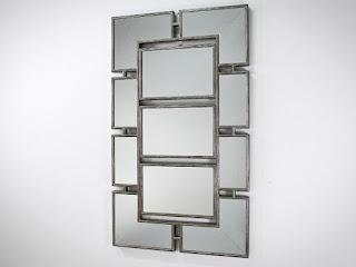 Designové zrcadlo na stěnu.