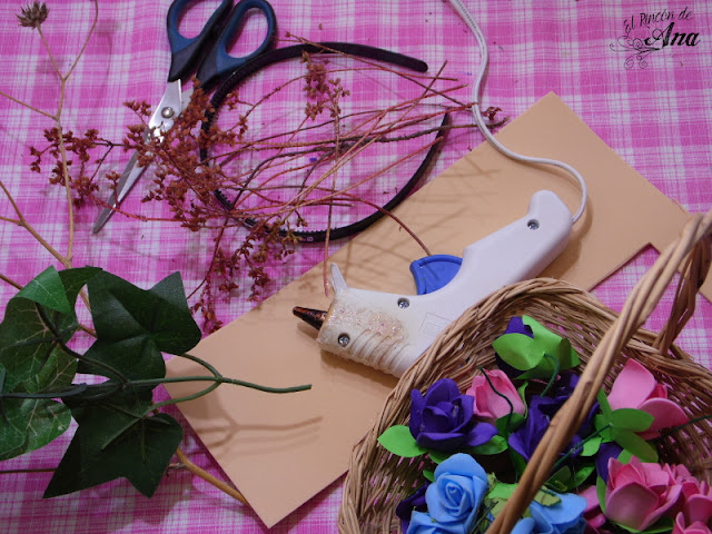 Tiara para disfraz con rosas de fomi